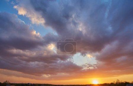 Photo pour Fond de ciel coucher de soleil, belle nature paysage - image libre de droit