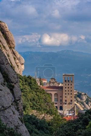 Photo pour Vue du célèbre monastère de Montserrat en Catalogne d'Espagne . - image libre de droit