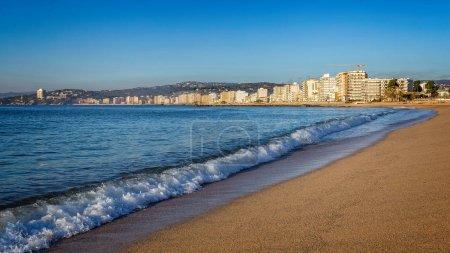 Photo pour Automne à la plage dans le village d'Espagne, Costa Brava, Sant Antoni de Calonge. - image libre de droit