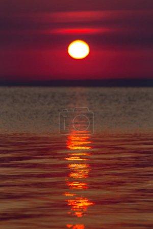 Photo pour Belle lumière du coucher du soleil sur le lac Balaton en Hongrie . - image libre de droit