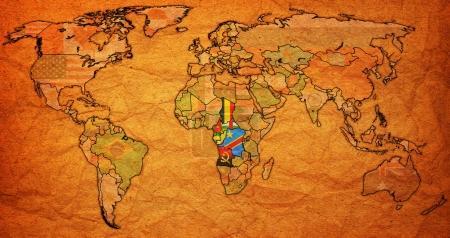Photo pour Économique communauté des États d'Afrique centrale, drapeaux des pays membres sur la carte du monde avec les frontières nationales - image libre de droit