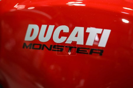 Логотип Дукати крупным планом на Дукати