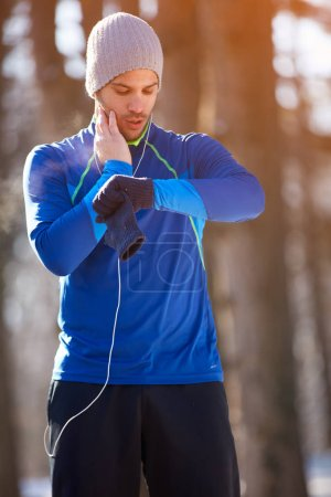 Jogger controls heart beats on training outdoor