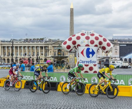 Yellow and Green Jerseys in Paris - Tour de France 2017