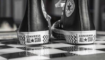 Photo pour Chartres, France - Spetember 2, 2019 : Image d'une paire d'espadrilles All Star Converse sur une table d'échecs urbaine en noir et blanc - image libre de droit