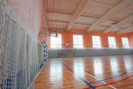 Terrain de basket salle intérieure