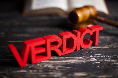 Photo pour Verdict en justice concept avec maillet de juge - image libre de droit