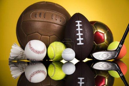 Photo pour Équipement de sports variés, fond gagnant - image libre de droit