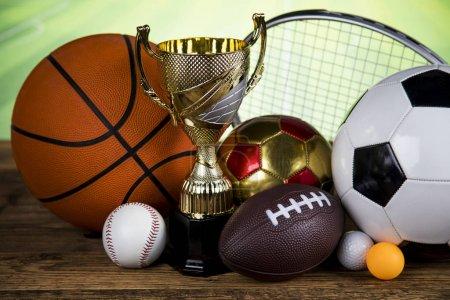 Photo pour Trophée gagnant, fond de stade sportif - image libre de droit