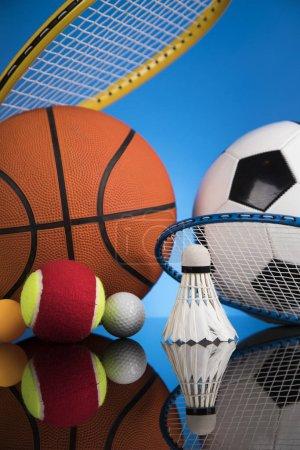 Photo pour Équipement sportif assorti, fond de gagnant - image libre de droit