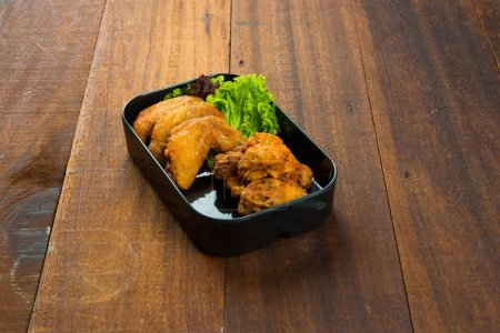 fried chicken with fresh lettuce