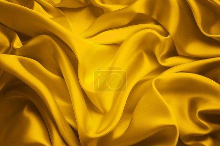 Photo pour Fond en tissu de soie, Ondes de tissu de satin jaune, Textile ondulant à écoulement abstrait - image libre de droit