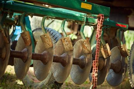 Harrowing machinery discs