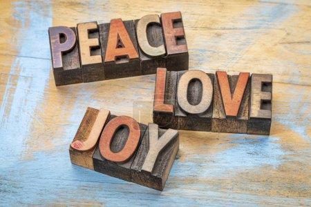 Photo pour Paix, amour et joie terme abrégé en clichés d'imprimerie typographique type bois - image libre de droit