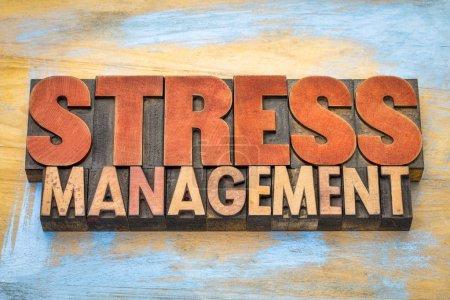 Stressmanagement Wort abstrakt in Holzart