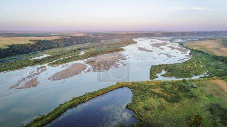Photo pour Photographie aérienne du cours inférieur de la rivière Niobrara dans le Nebraska Sandhills - image libre de droit