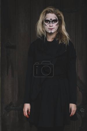 Photo pour Portrait d'Halloween, femme en costume d'Halloween - image libre de droit