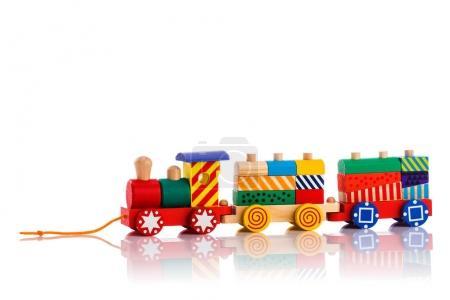 Foto de Tren de juguete de madera con bloques de colores aislados sobre fondo blanco - Imagen libre de derechos