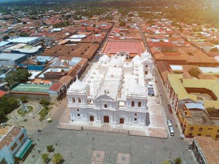 Photo pour Paysage de la ville de Léon au Nicaragua vue aérienne sur la lumière du soleil - image libre de droit