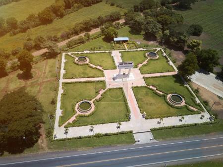 Photo pour Vue aérienne du parc vert depuis un drone. Parc Ruben Dario à Léon Nicaragua - image libre de droit