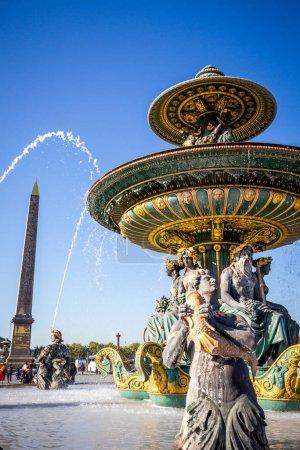 Photo pour Fontaine des Mers et Obélisque Louxor, Place de la Concorde, Paris (France) - image libre de droit
