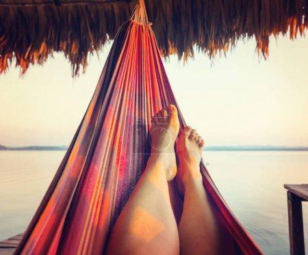 Photo pour Hamac sur le lac au coucher du soleil - image libre de droit