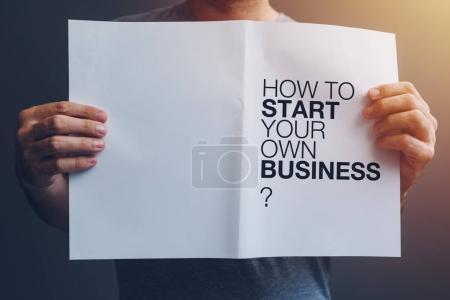 Photo pour Comment démarrer votre propre guide d'affaires entre les mains des hommes - image libre de droit