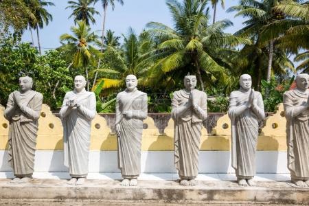 Photo pour Statues de Bouddha dans un temple sur Ceylan, patrimoine de l'Unesco. Asie culture, bouddhisme religion - image libre de droit