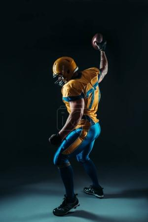 American football offensive player