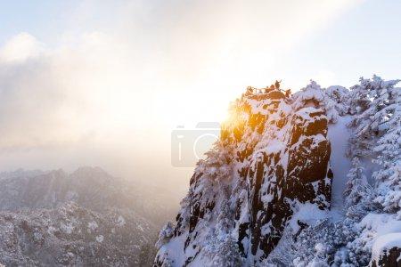 Photo pour Scène de neige sur la montagne Huangshan en Chine - image libre de droit