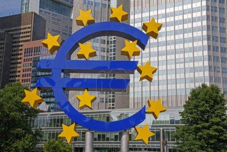Foto de Monumento al signo del euro en Fráncfort del Meno, Alemania - Imagen libre de derechos