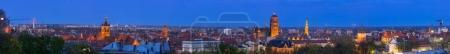 Photo pour Panorama de la vieille ville de Gdansk la nuit, Pologne - image libre de droit