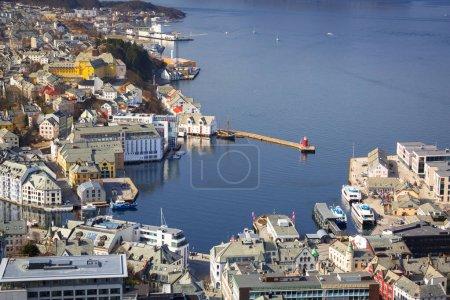 Photo pour Belle ville d'Alesund par temps ensoleillé, Norvège - image libre de droit