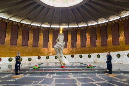 Wolgograd, Russland - 2.November2016. ewige Flamme in der Halle des militärischen Ruhmes auf Mamajew Kurgan,