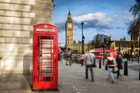 Photo pour Boîte de téléphone rouge avec Big Ben, London. - image libre de droit