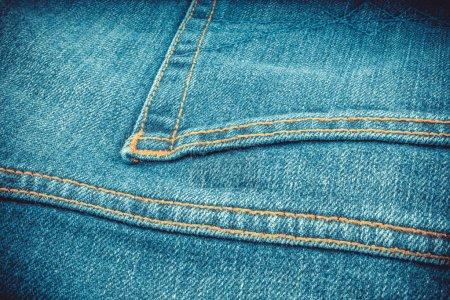 Photo pour Jeans en denim bleu clair avec un fond de texture de poche vignetté - image libre de droit