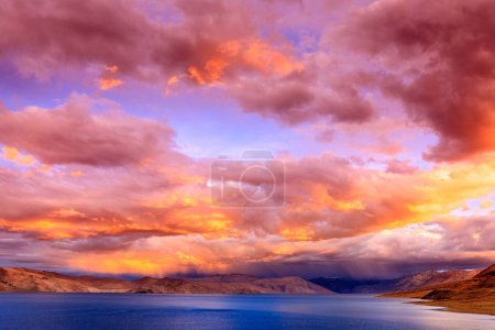 Sunset on lake Tso Moriri
