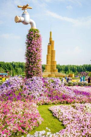 Photo pour Dubai, Émirats arabes unis, 22 janvier 2016 : Miracle Garden est l'une des principales attractions touristiques de Dubaï, Émirats arabes unis - image libre de droit