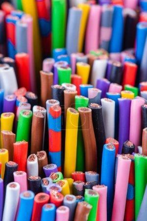 Photo pour Une variété de câbles électriques mosaïque de couleurs - image libre de droit