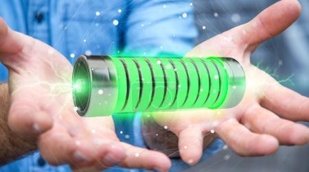 Photo pour Homme d'affaires sur fond flou en utilisant une batterie verte avec des éclairs rendu 3D - image libre de droit