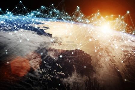 Photo pour Système de connexions et échanges mondiaux de données à travers le monde Éléments de rendu 3D de cette image fournis par la NASA - image libre de droit
