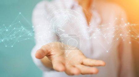 Photo pour Femme d'affaires sur fond flou en utilisant l'interface de carte du monde des États-Unis rendu 3D - image libre de droit