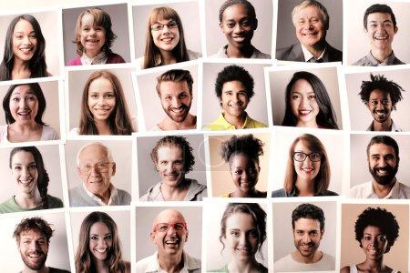 Photo pour Portraits de personnes souriantes - image libre de droit
