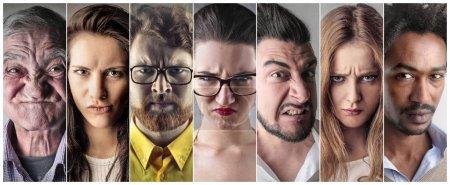 Photo pour 4 hommes et 3 femmes fous - image libre de droit