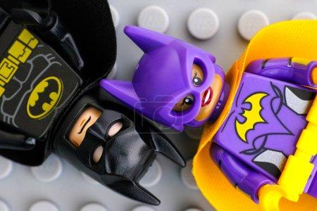Lego Batgirl and Batman minifigures
