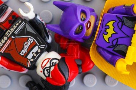 Two Lego Batman Movie minifigures - Batgirl and Harley Quinn - o