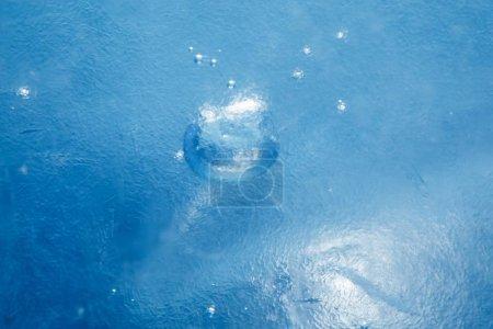 Foto de Textura azul congelada del hielo - Imagen libre de derechos
