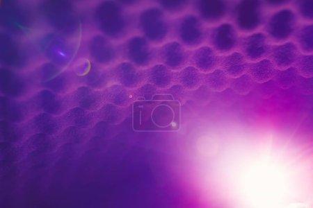 Foto de Fondo abstracto de espuma acústica con luz brillante - Imagen libre de derechos