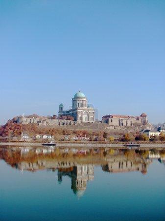 Photo pour Château et cathédrale à Esztergom ville sur le Danube (Hongrie ) - image libre de droit