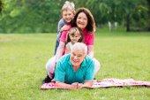 Portrét šťastné prarodiče